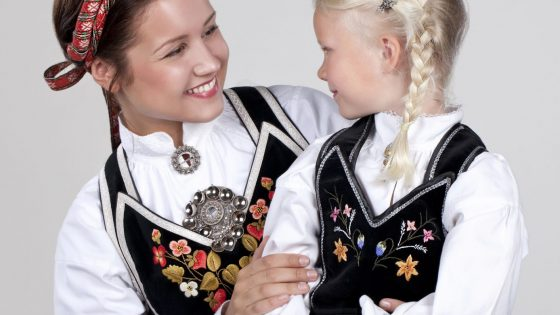 Almankas Vest-Telemark jente og dame