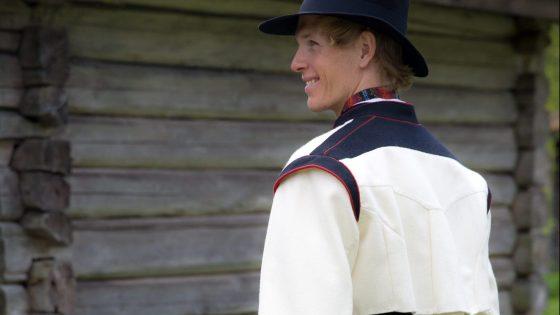 Vest Telemark med kort kvit jakke