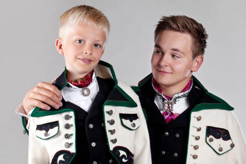 Almankås Øst-Telemark herre og gutte bunad