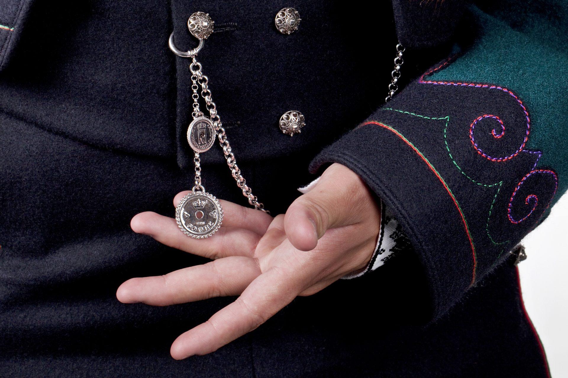 Almankås Klokkeband Øst-Telemark herrebunad
