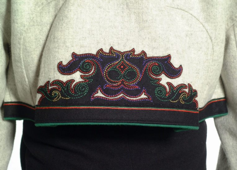 Almankås rygg Øst-Telemark grå jakke