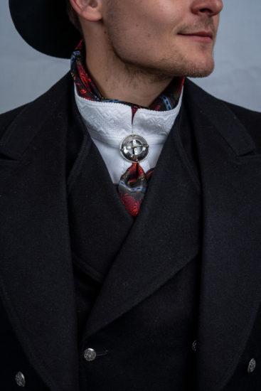 Bunads skjorte med kvitt broderi