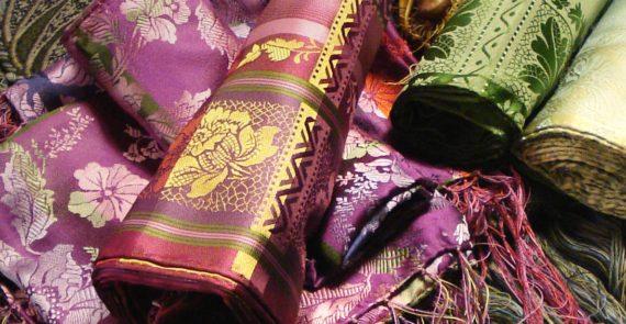 Silketørkle i mange farger til bunad