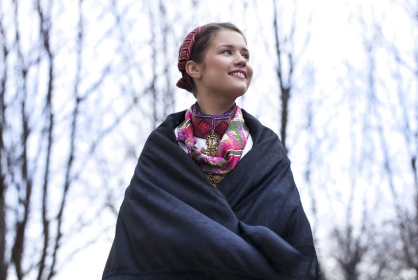 Beltestakk med sort sjal
