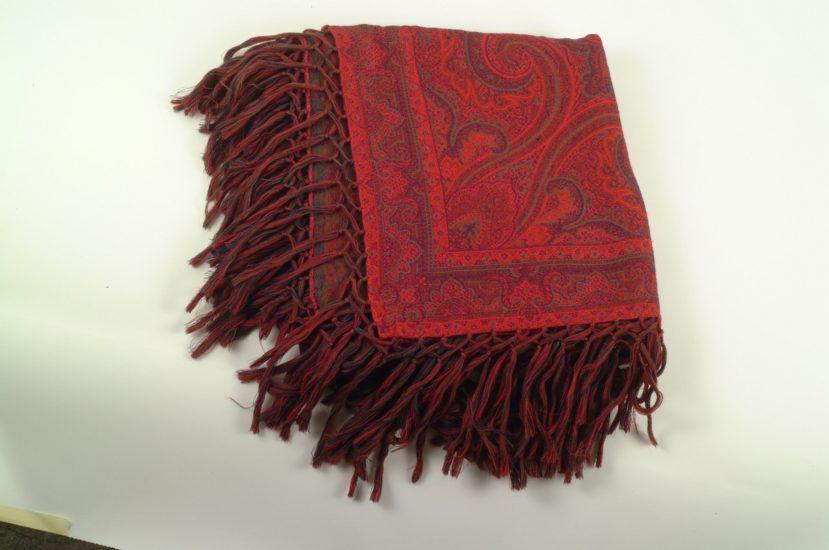 Rødt mønstret sjal